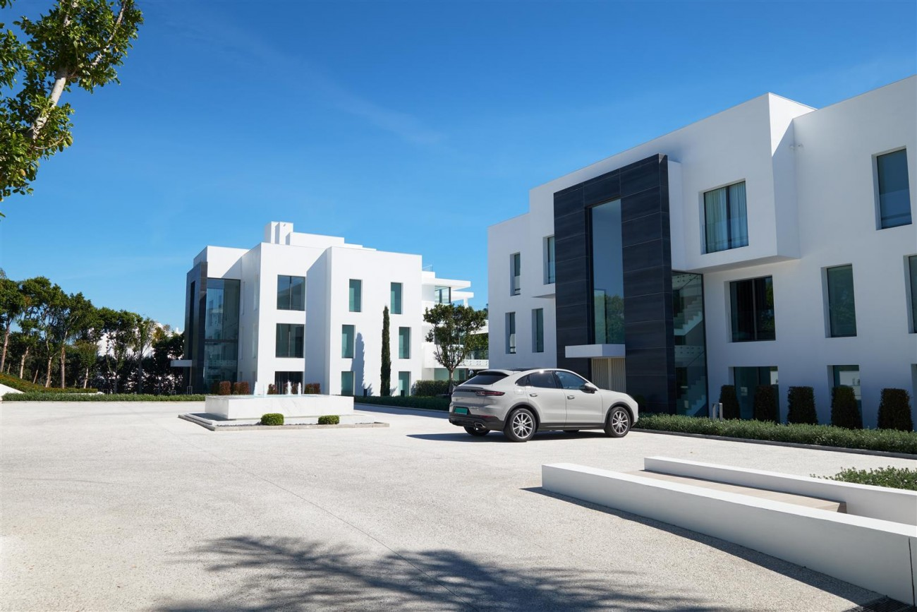 Beachfront Contemporary Apartment for sale (24) (Large)
