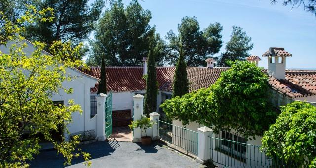 Villa for Sale - 1.995.000€ - Marbella Alta, Costa del Sol - Ref: 6075