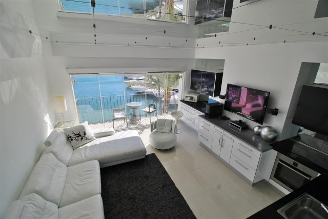 Penthouse for Sale - 650.000€ - Puerto Banús, Costa del Sol - Ref: 5975