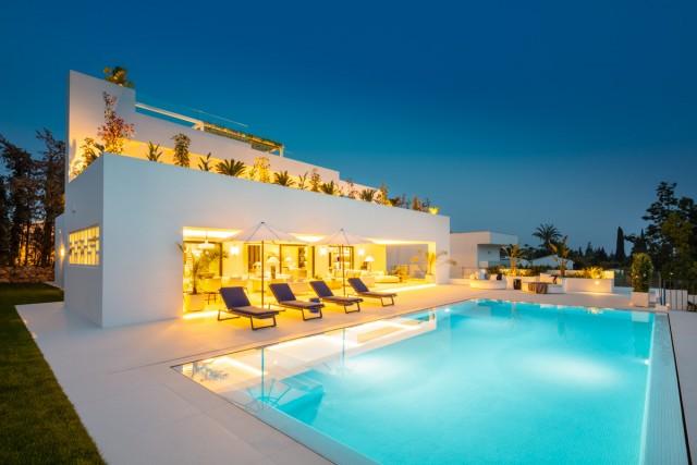 Villa for Sale - 4.695.000€ - Nueva Andalucía, Costa del Sol - Ref: 6080
