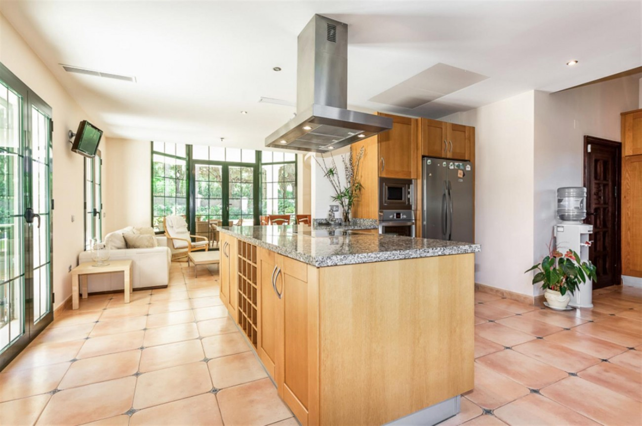 Villa for sale East Marbella Spain (15) (Large)