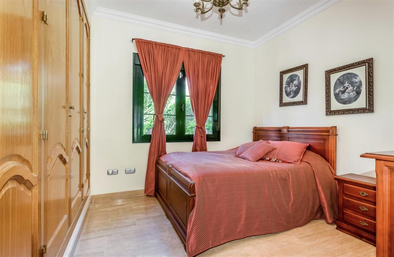 Villa for sale East Marbella Spain (9) (Large)