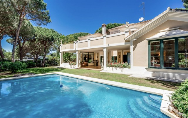 Villa for Sale - 1.690.000€ - Marbella East, Costa del Sol - Ref: 5976