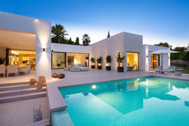 Villa for Sale - 3.495.000€ - Nueva Andalucía, Costa del Sol - Ref: 5978