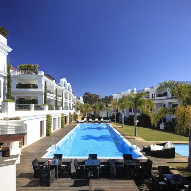 2 bedroom apartment / flat for sale in Estepona, Costa del Sol