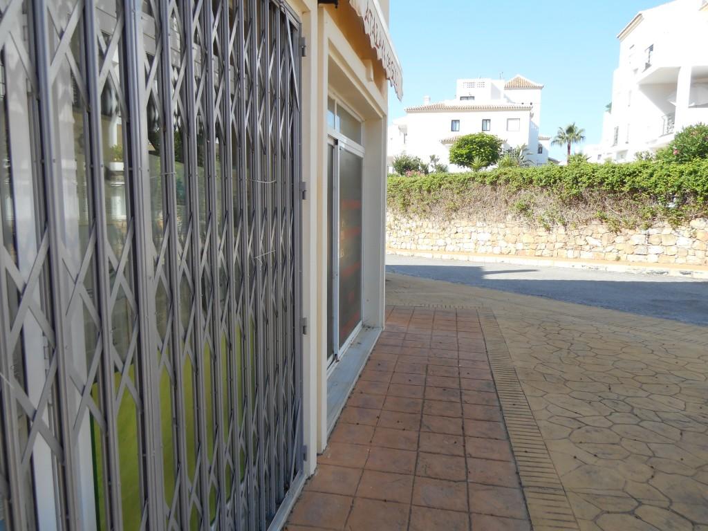 Atalaya Golf Minimarket 014.JPG