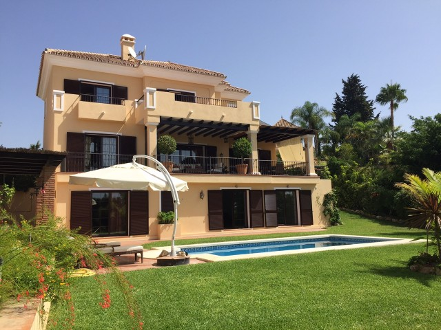 For sale: 6 bedroom house / villa
