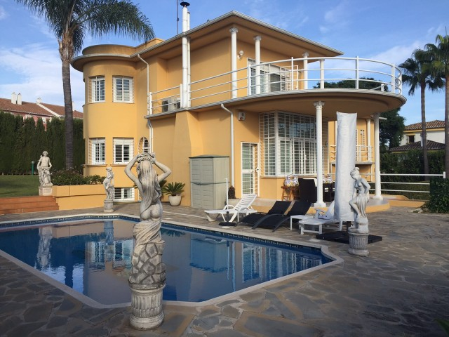 For sale: 6 bedroom house / villa in Estepona