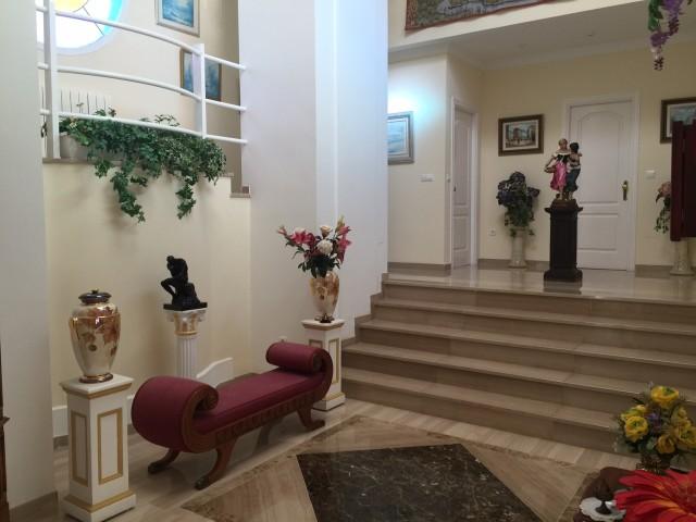 6 bedroom house / villa for sale in Estepona, Costa del Sol