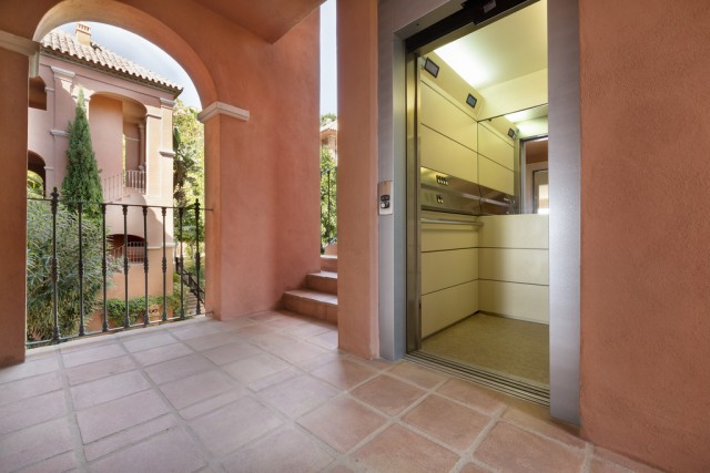 2 bedroom apartment / flat for sale in Benahavis, Costa del Sol