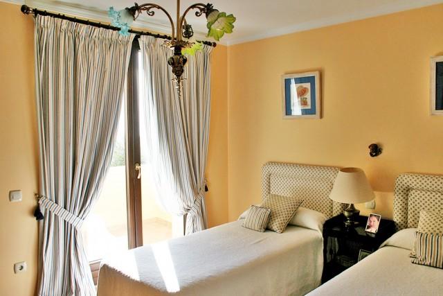 4 bedroom house / villa for sale in Benahavis, Costa del Sol