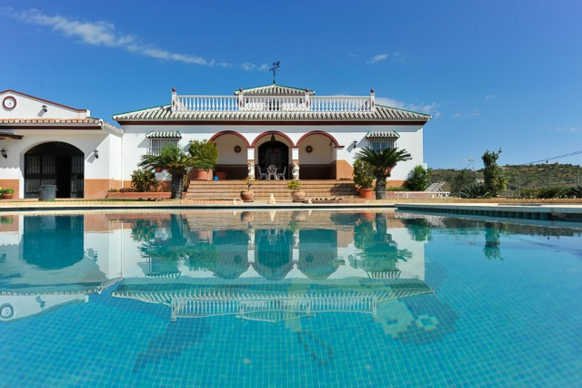For sale: 4 bedroom finca in Guaro