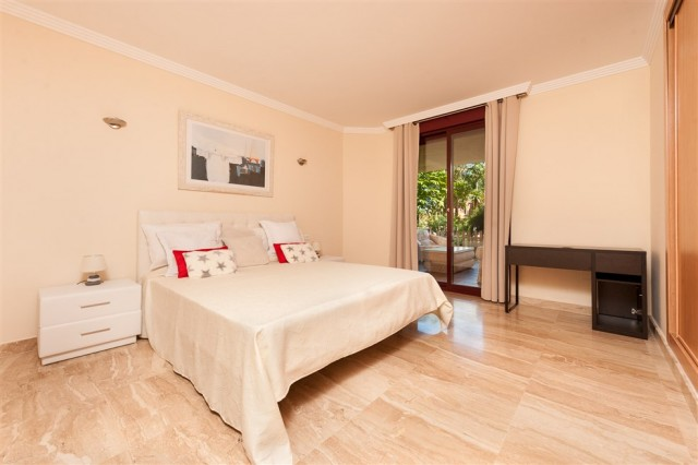 4 bedroom apartment / flat for sale in Estepona, Costa del Sol