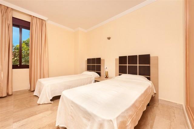 4 bedroom apartment / flat for sale in Estepona, Costa del Sol