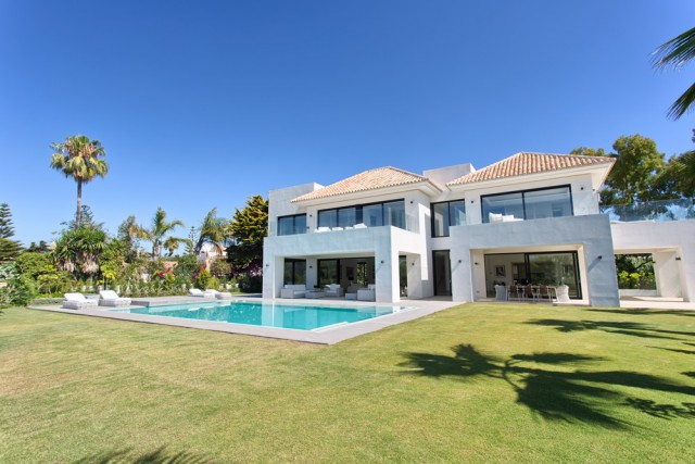 For sale: 5 bedroom house / villa in Estepona