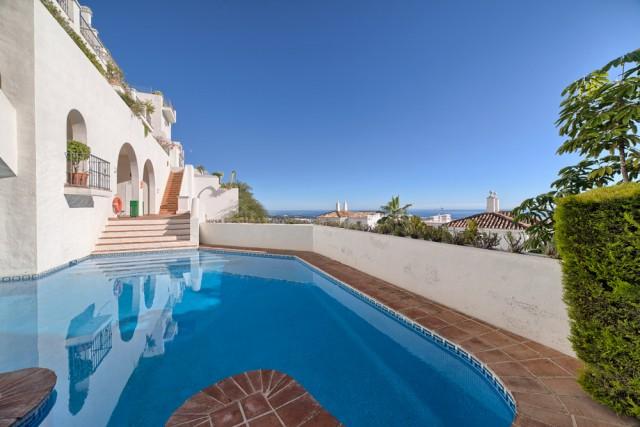 For sale: 4 bedroom apartment / flat in Benahavis, Costa del Sol
