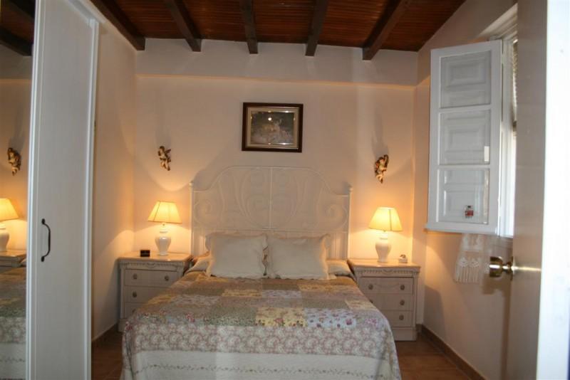 F2956973_14_F2956973 - Bedroom 2 (Medium).jpg