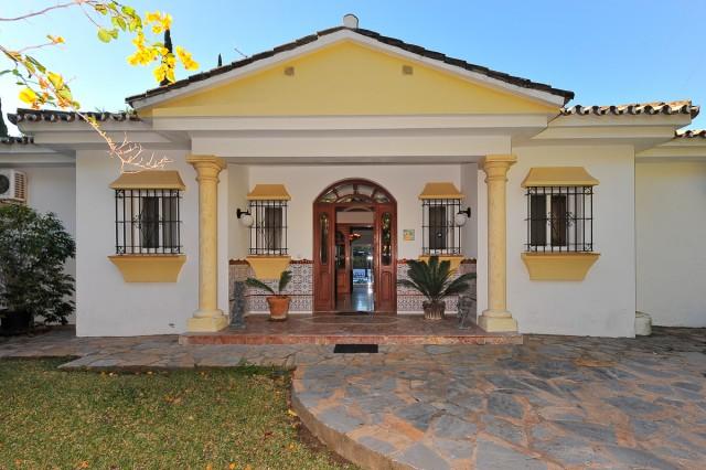 For sale: 4 bedroom house / villa in Estepona, Costa del Sol