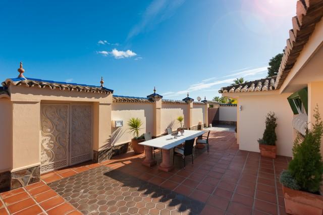 For sale: 5 bedroom house / villa in Calahonda