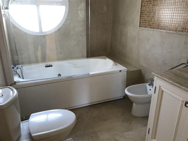 4 bedroom house / villa for sale in Fuengirola, Costa del Sol
