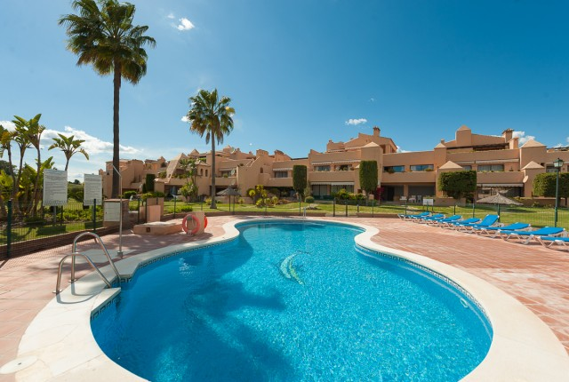 For sale: 3 bedroom apartment / flat in Estepona, Costa del Sol