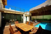 Beautiful town house for sale in Pollensa with a large outdoor space and private pool.