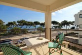 Frontline apartment with swimming pool and rental license
