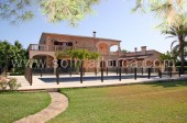 Stunning country house for sale in the bay of Port de Pollenca with 2 acres of land