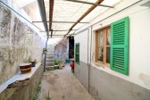 Pollensa, townhouse with patio to be renovated near the market square of the village.