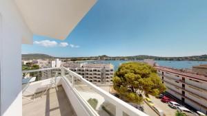 Sea view studio for sale in Santa Ponsa