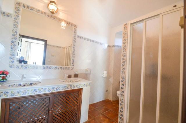 15. 2nd bathroom