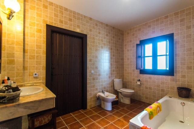 2nd bathroom (2)