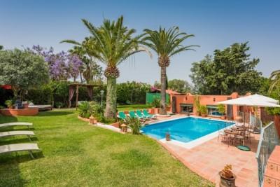 801141 - Villa For sale in Marbella, Málaga, Spain