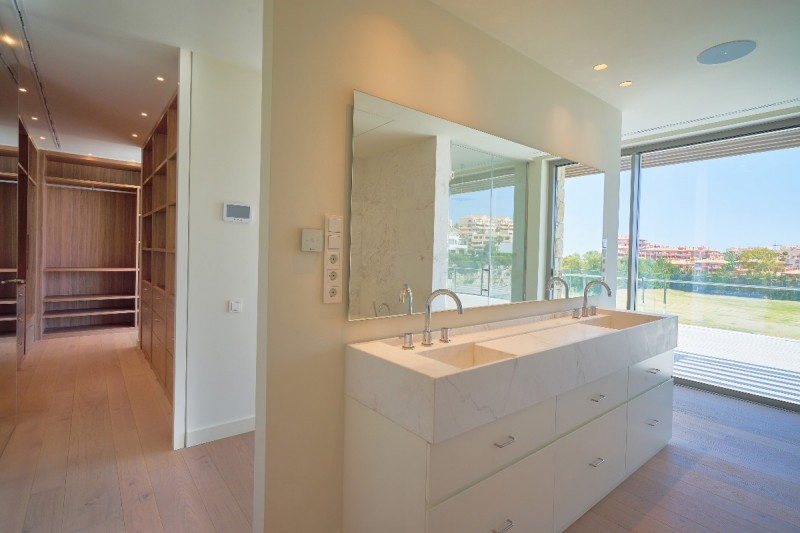 Bathroom + dressing room