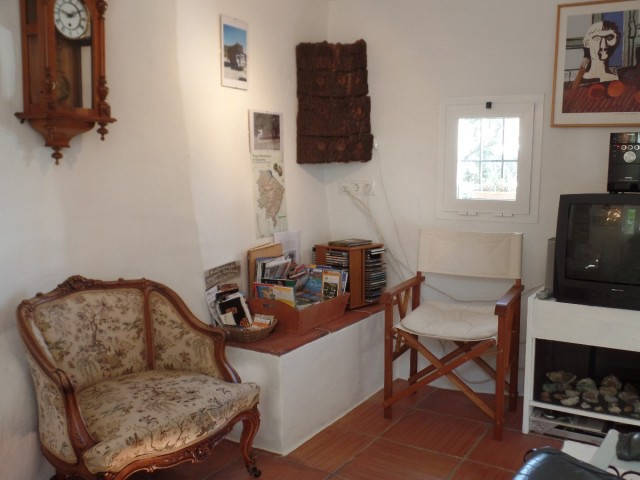 living room for guest (2)