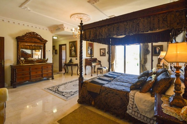 18 Master bedroom1