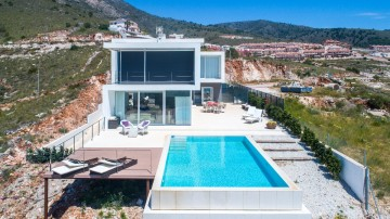 YPIS2197 - Villa for sale in Benalmádena, Málaga, Spain