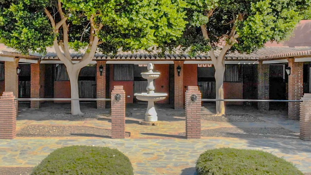 stables courtyard2