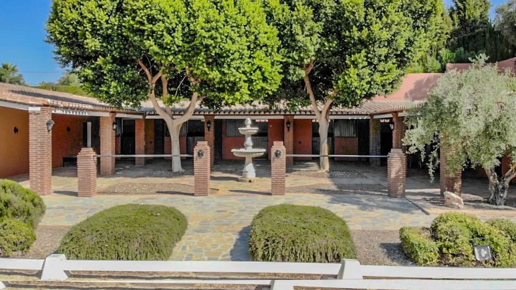 stables courtyard3