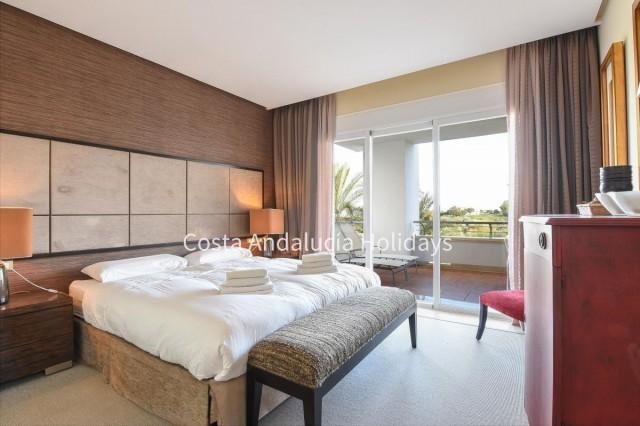 20170207134622000000_Master-bedroom-with-sliding-door-to-the-terrace15