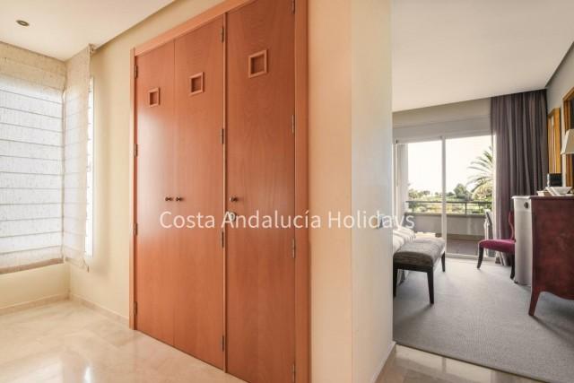 20170207134717000000_Master-bedroom16