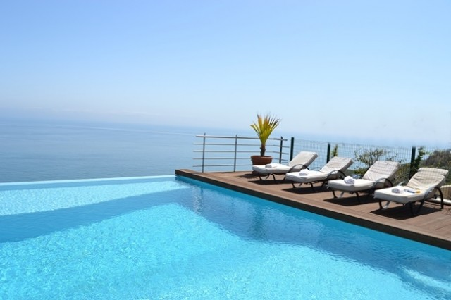 Pool area & Sea view