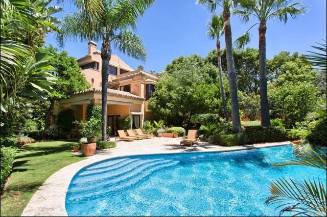 Villa In vendita in Altos de Puente Romano, Marbella, Málaga, Spagna