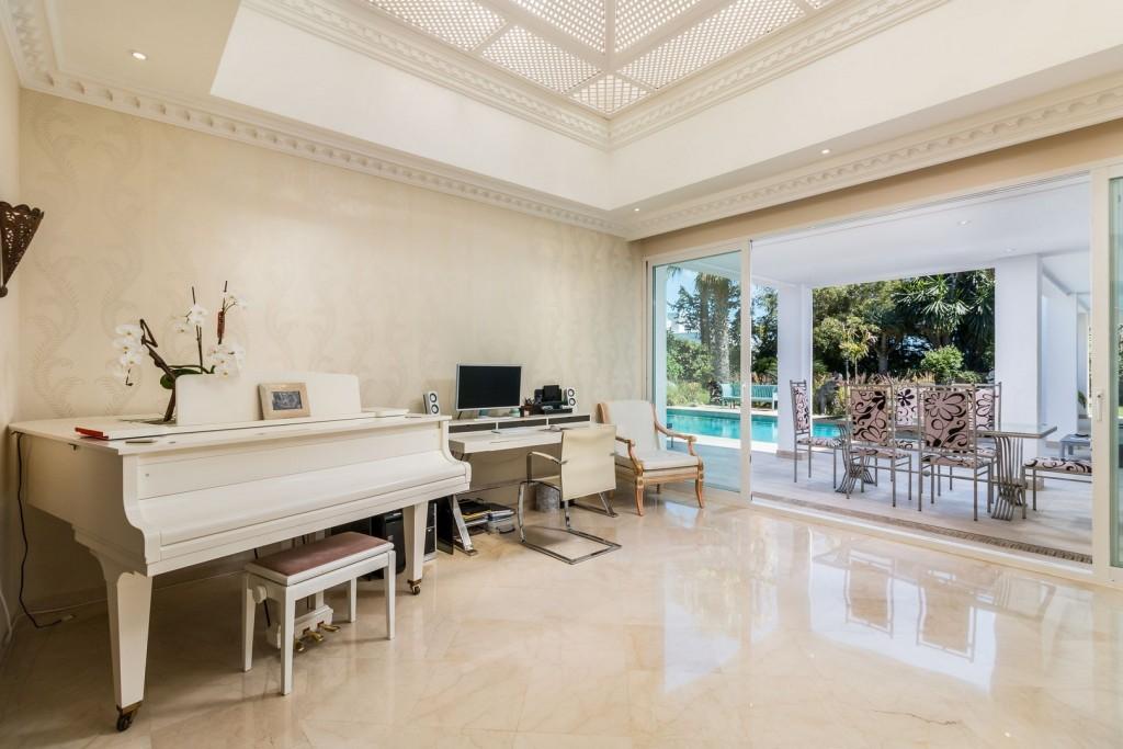 7 Office  lounge Area