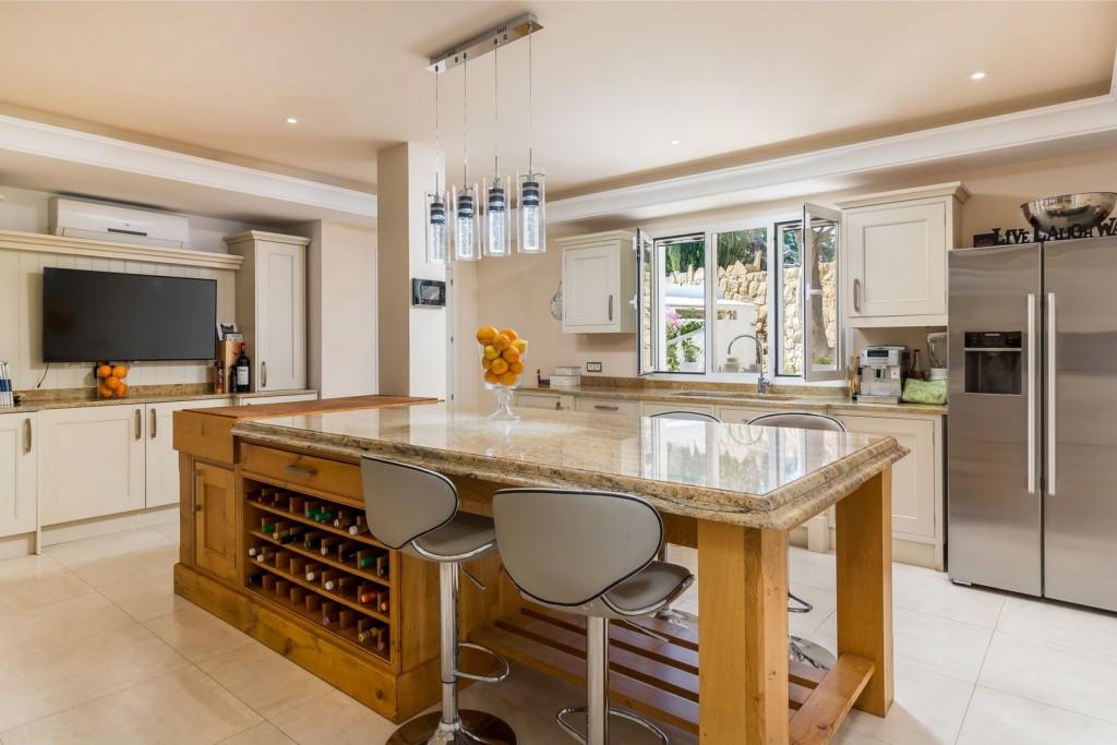 10 Kitchen Area