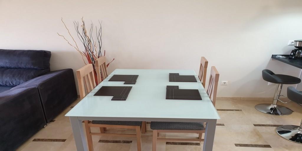 Dining1