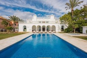 800725 - Villa for sale in Isdabe, Estepona, Málaga, Spain