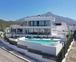 Villa for sale in Las Tortugas de Aloha, Marbella, Málaga, Spain