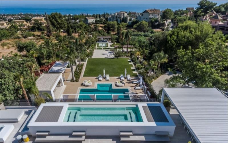 piscina de arriba y vistas