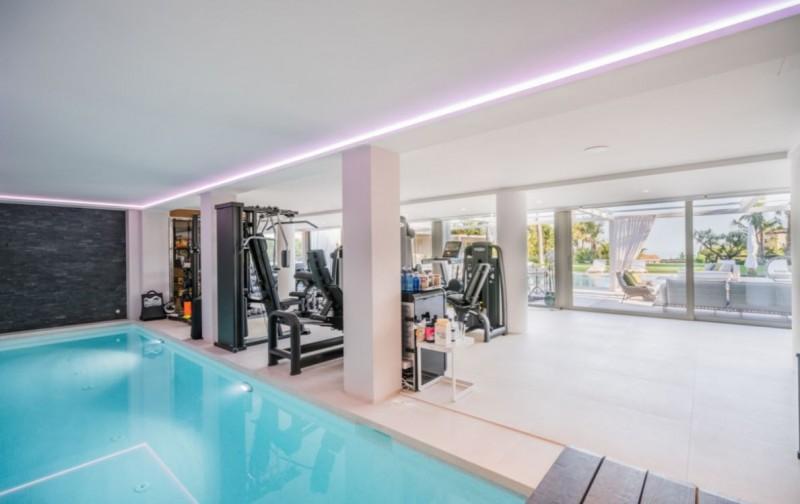 piscina indoor y gym